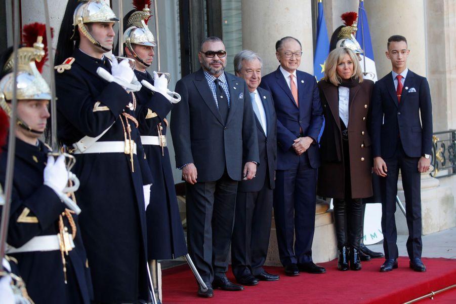 Le roi du Maroc Mohammed VI etMoulayElHassandu Marocreçus à l'Elysée parBrigitte Macron, Antonio Guterres etJim Yong Kim.