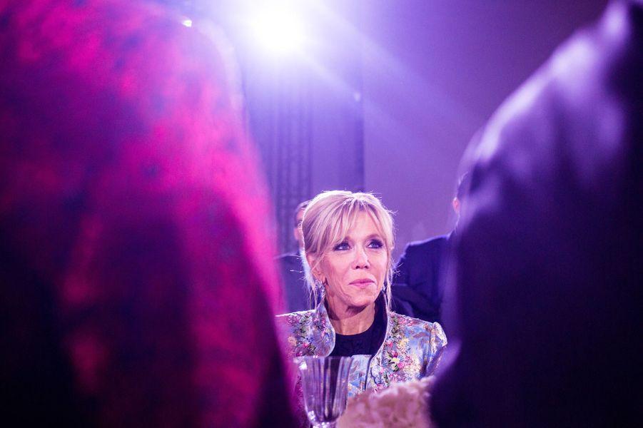 Brigitte Macron au dînerBloomberg au Grand Palais, lundi soir.