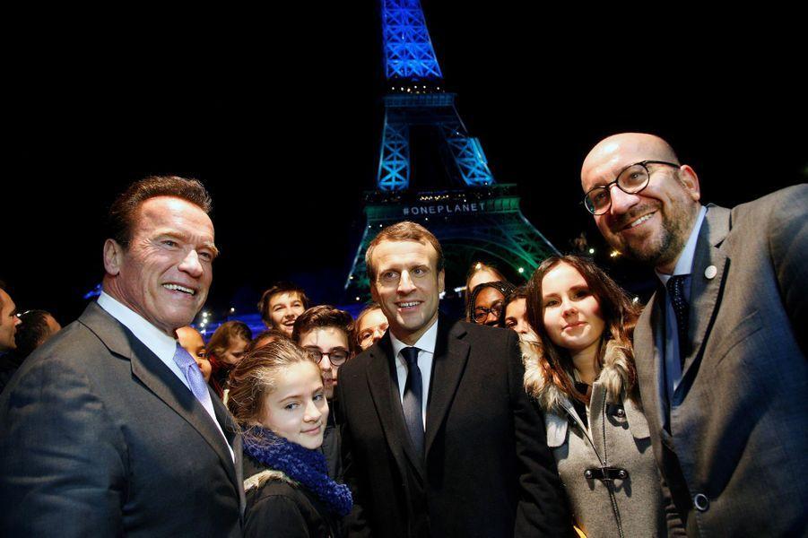Arnold Schwarzenegger, Emmanuel Macron et Charles Michel à la Tour Eiffel dans le cadre du One Planet Summit.