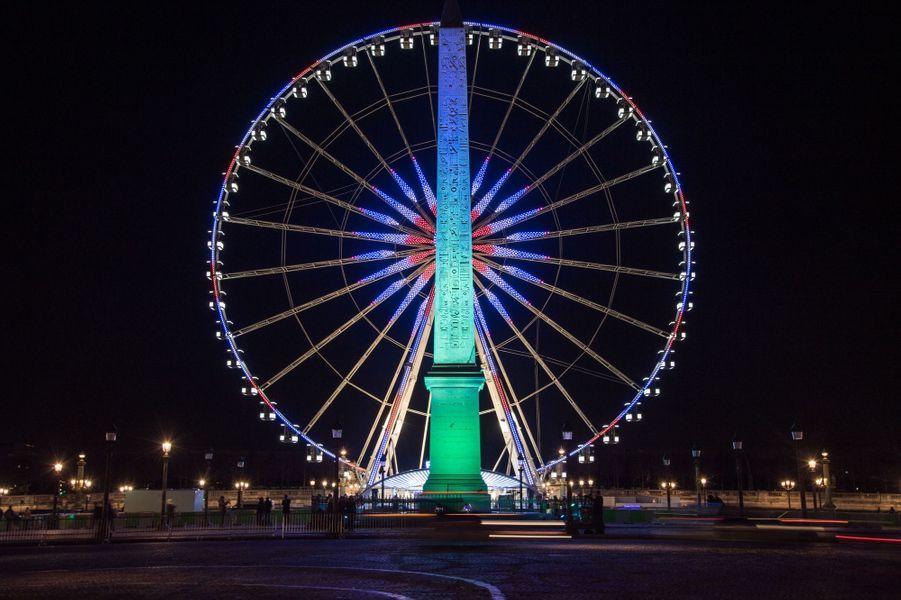 L'Obélisque de Louxor, place de la Concorde, aux couleurs du One Planet Summit.