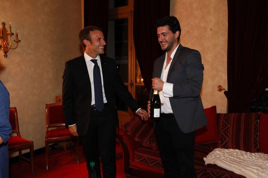 Emmanuel Macron au théâtre de la Porte Saint-Martin pourvoir «Le Tartuffe», samedi 14 octobre.