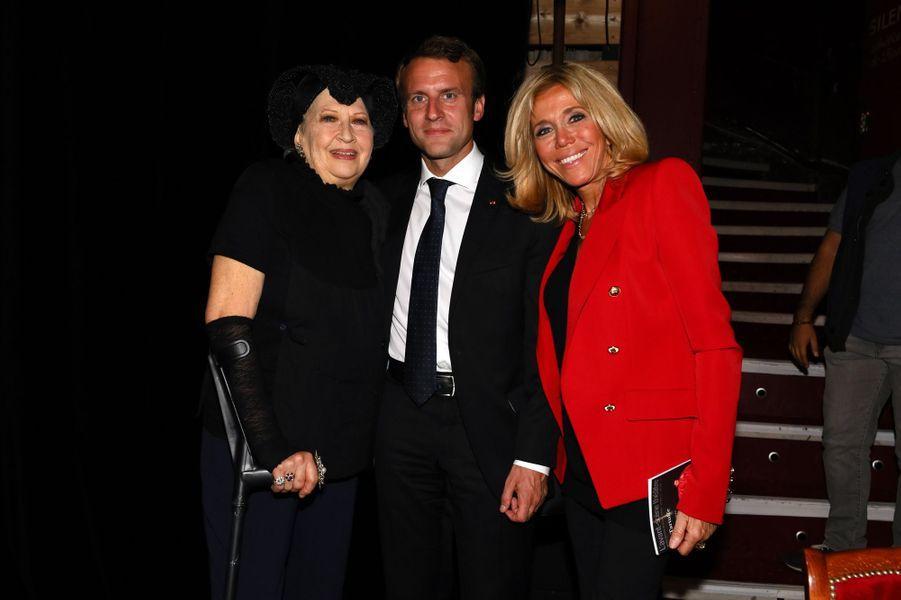 L'actrice Juliette Carré en compagnie du couple présidentiel.