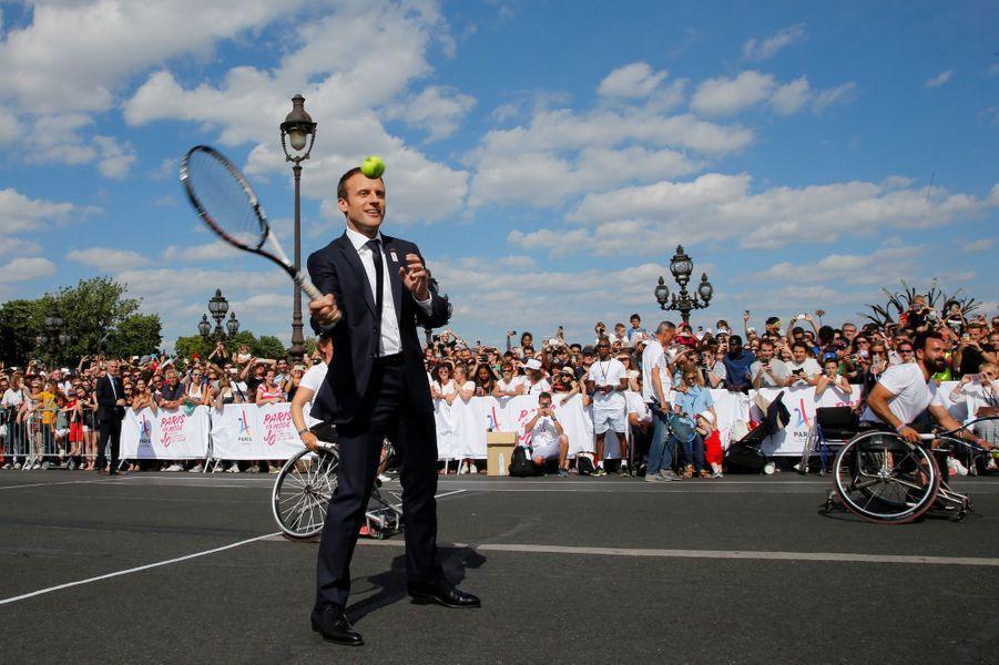Emmanuel Macron présent pour laJournée Olympique mondiale à Paris.