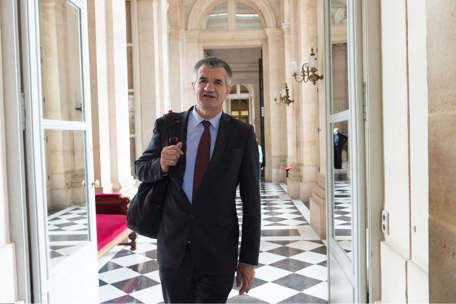 Jean Lassalle, député centriste des Pyrénées-Atlantique et ancien membres du MoDem a sa place au premier tour. Ce dernier, qui s'est distingué notamment en 2006 avec sa grève de la faim contre une délocalisation d'usine, est parvenu à récolter 708signatures d'élus.