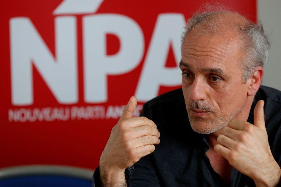 Le candidat du Nouveau Parti anticapitaliste, Philippe Poutou, a recueilli 573parrainages, tout juste assez pour pouvoir se qualifier. Il avait refusé l'aide offerte par le Front national pour obtenir ses dernières signatures. Ouvrier de profession, il était lui aussi déjà candidat en 2012. Il avait alors recueilli 1,15% des voix.
