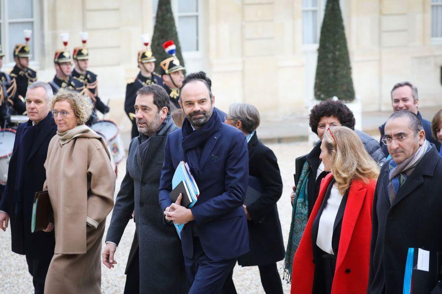 Le gouvernement rejoint l'Elysée pourle premier Conseil des ministres de l'année.