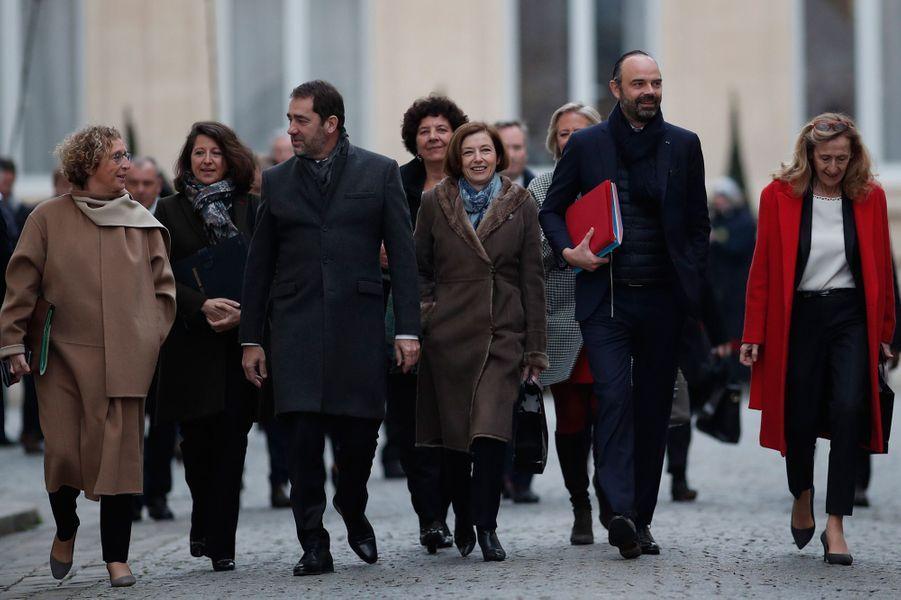 Après un petit-déjeuner au ministère de l'Intérieur, le gouvernement quitte Place Beauvau pour rejoindre l'Elysée pour le premier Conseil des ministres de l'année.