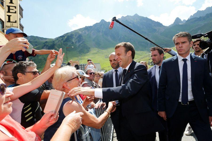Emmanuel Macron jeudi à Bagnères-de-Bigorre s'apprête à visiter le Pic du Midi.