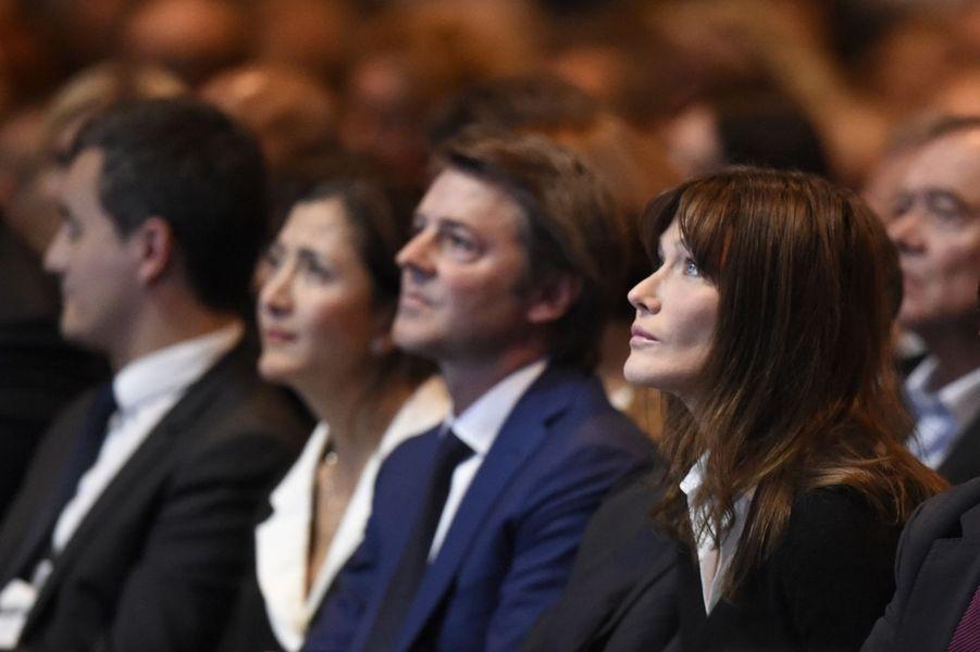 Carla Bruni-Sarkozy au premier rang.