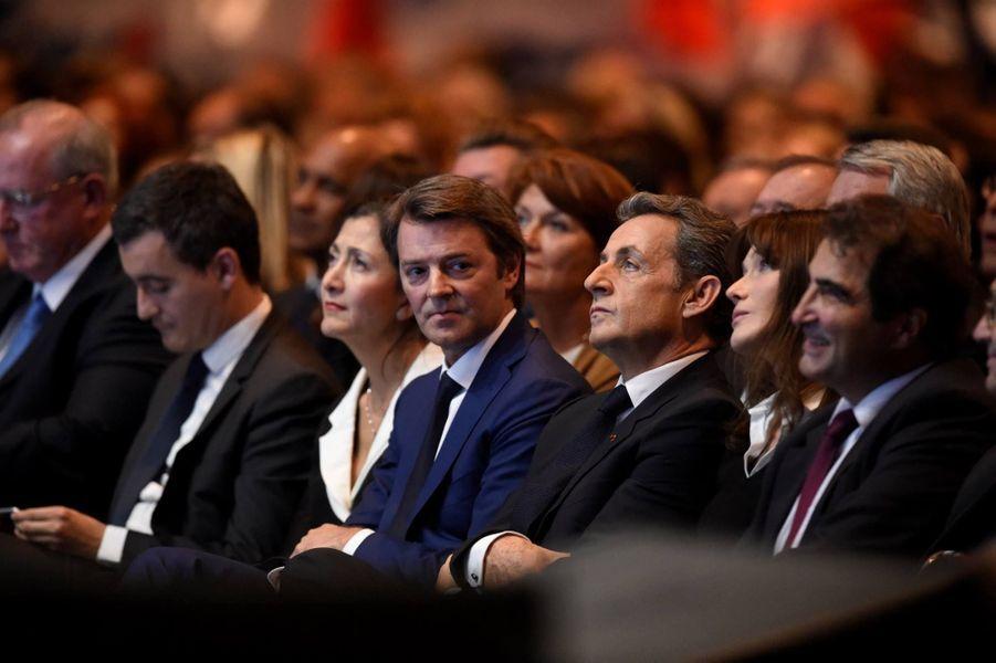 Nicolas Sarkozy attentif entre François Baroin et Carla Bruni-Sarkozy.