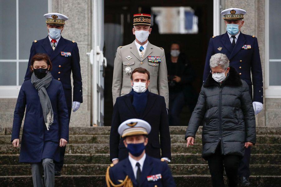 Florence Parly, Emmanuel Macron etGeneviève Darrieussecq, mardi à Brest.
