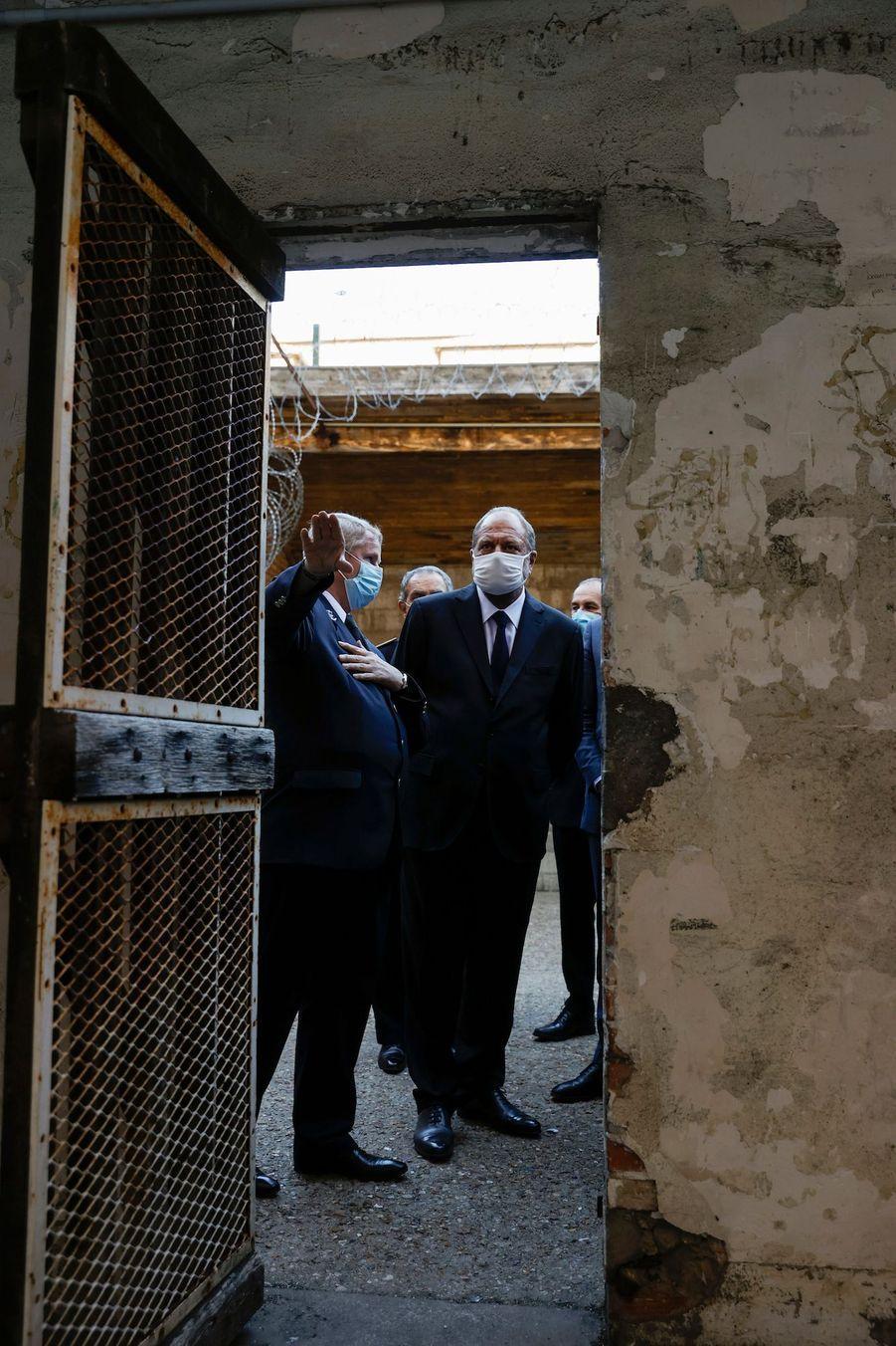 Eric Dupond-Moretti a visité mardi la prison deFresnes(Val-de-Marne) pour son premier déplacement dans son nouveau costume de ministre de la Justice.
