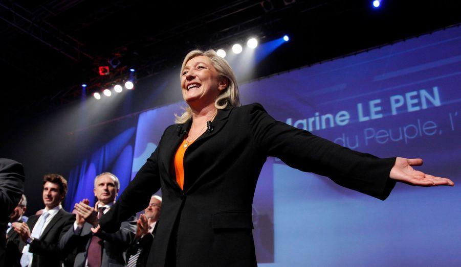Depuis qu'elle a pris la direction du Front national en janvier dernier, la participation de Marine Le Pen à la présidentielle ne fait guère de doute. Seule inconnue: les 500 signatures d'élus locaux, que le FN a toujours eu du mal à rassembler pour son candidat, restent difficiles à réunir pour le parti.