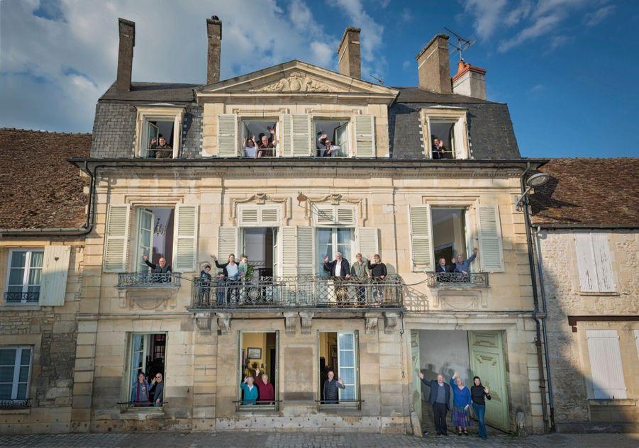 Des Donziais que Paris Match avaient rencontrés avant les présidentielles de 2007 et 2012. Cette fois-ci dans la maison du maire, Jean-Paul Jacob (en bas à droite, avec son épouse et leur fille).