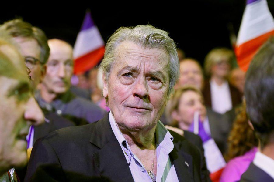 Alain Delon soutient la candidature de François Fillon.