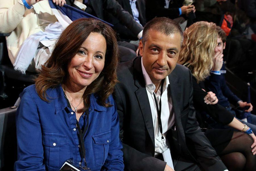 Mourad Boudjellal et sa femme Linda dans les tribunes lors du grand meeting d'Emmanuel Macron à Bercy.