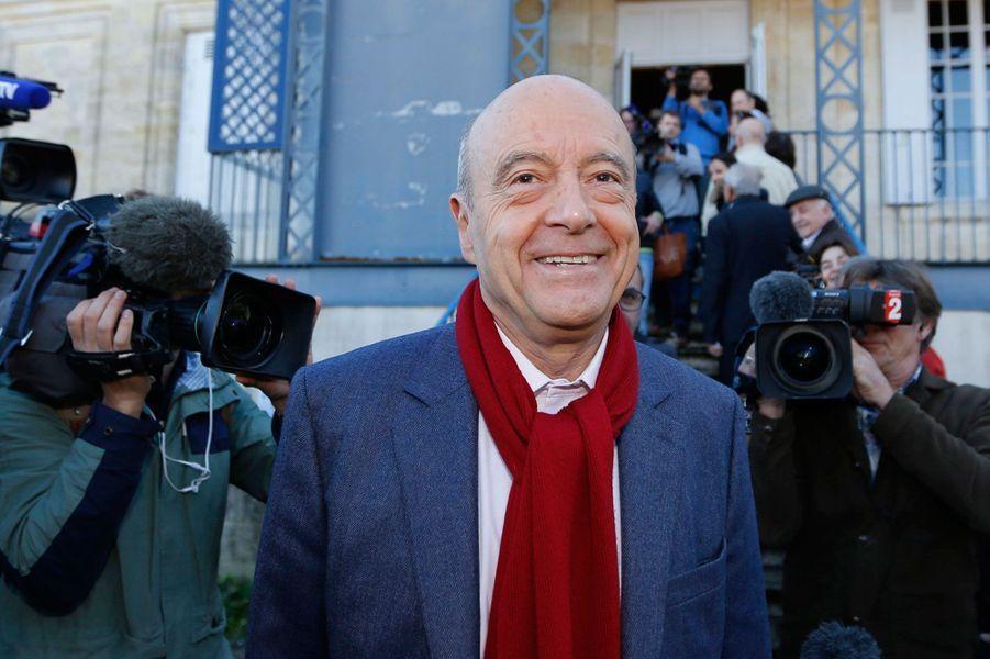 AlainJuppé a voté au bureau de la Chartreuse Saint-André dans le quartier de Caudéran, à l'ouest de Bordeaux.