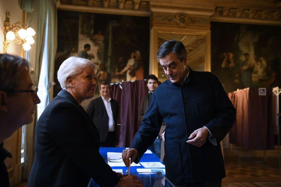François Fillon a voté à Paris à la mairie du VIIe arrondissement.