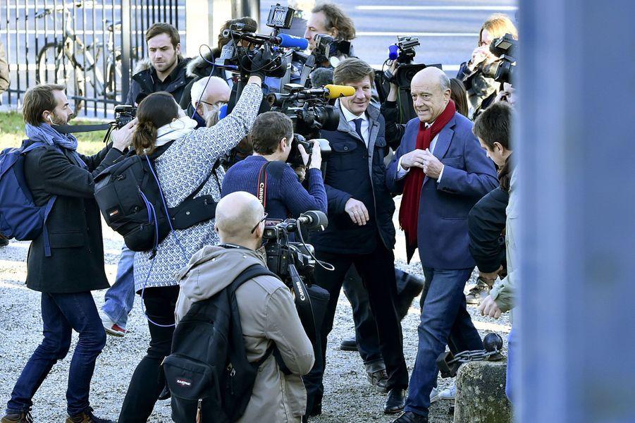 AlainJuppé a voté à Bordeaux.