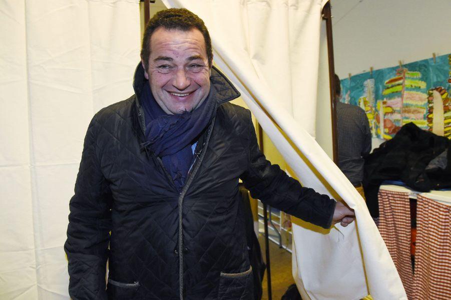 Jean-Frédéric Poisson vote à Rambouillet, dans les Yvelines
