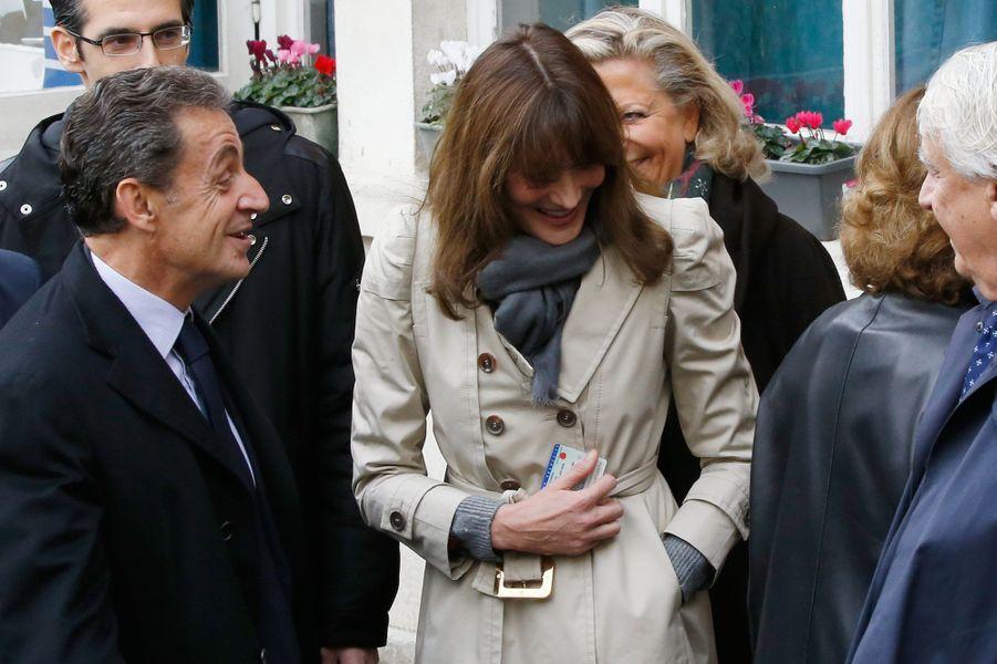 Nicolas Sarkozy a voté aux côtés de son épouse Carla Bruni