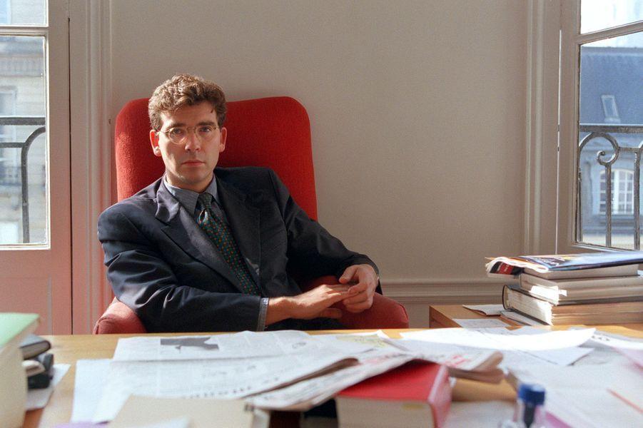L'avocat Arnaud Montebourg dans son bureau en octobre 1995.