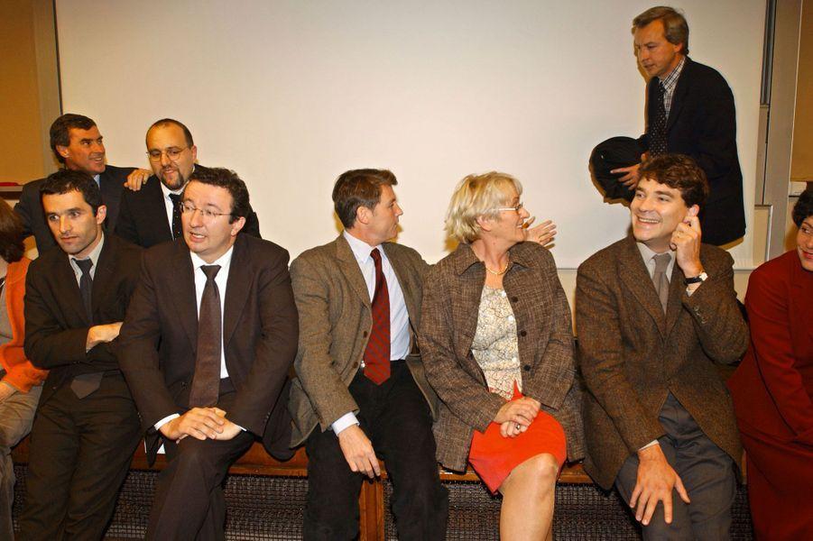 De gauche à droite, en octobre 2002 : Benoît Hamon, Christian Paul (aujourd'hui chef de file des députés frondeurs), Vincent Peillon,Geneviève Perrin-Gaillaud, Arnaud Montebourg et Michèle Rivasi (candidate à la primaire écologiste en 2016). A gauche au fond, un certain Jérôme Cahuzac aux côtés de Julien Dray.