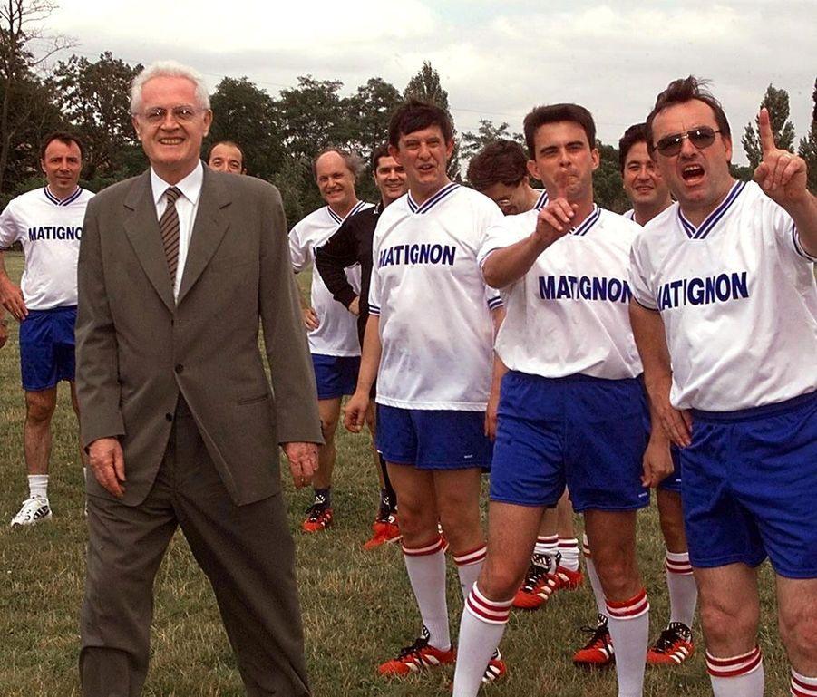 Lionel Jospin et l'équipe de football de Matignon, en juillet 1999. A droite : Jean-Pierre Jouyet, futur secrétaire général de l'Elysée, et Manuel Valls.