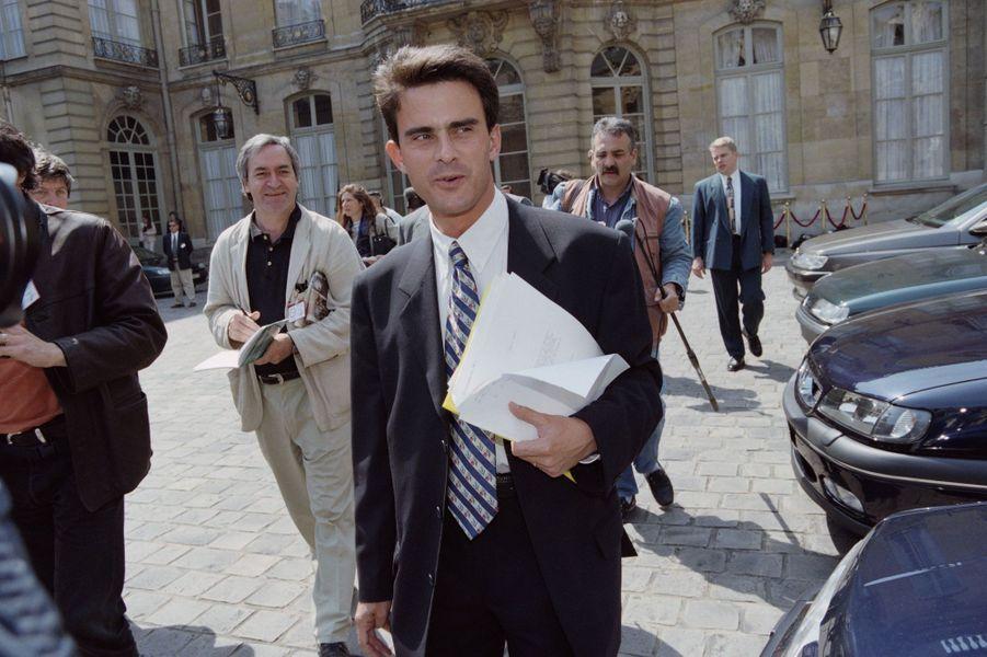 Manuel Valls à Matignon en juin 1997. Il conseille alors le Premier ministre, Lionel Jospin.