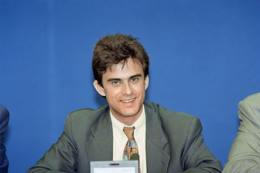 Manuel Valls lors d'une conférence de presse au siège du PS en 1993.