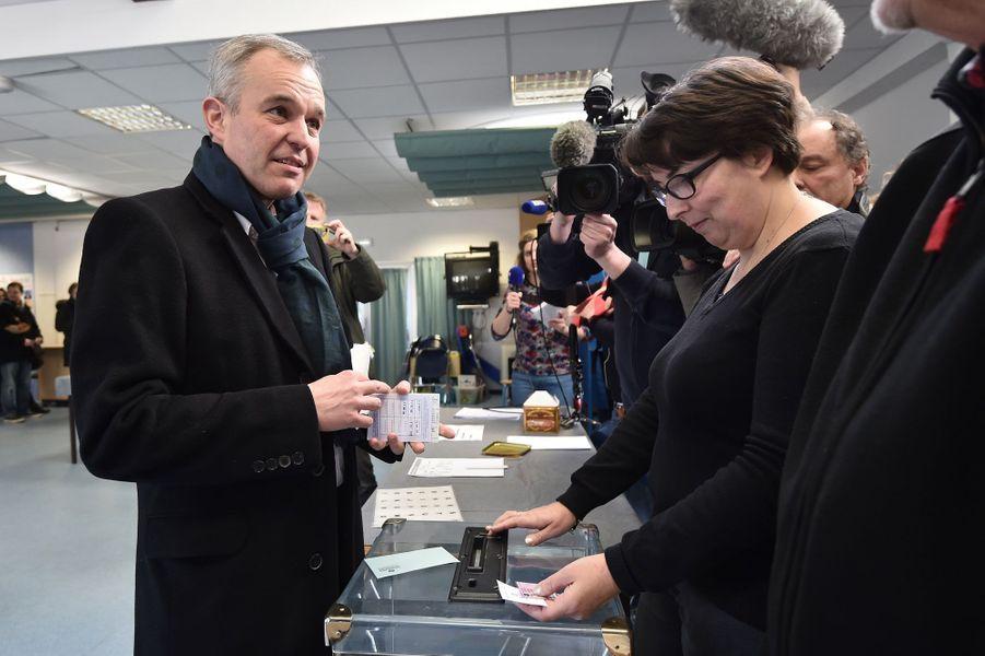 François de Rugy vote à Nantes.