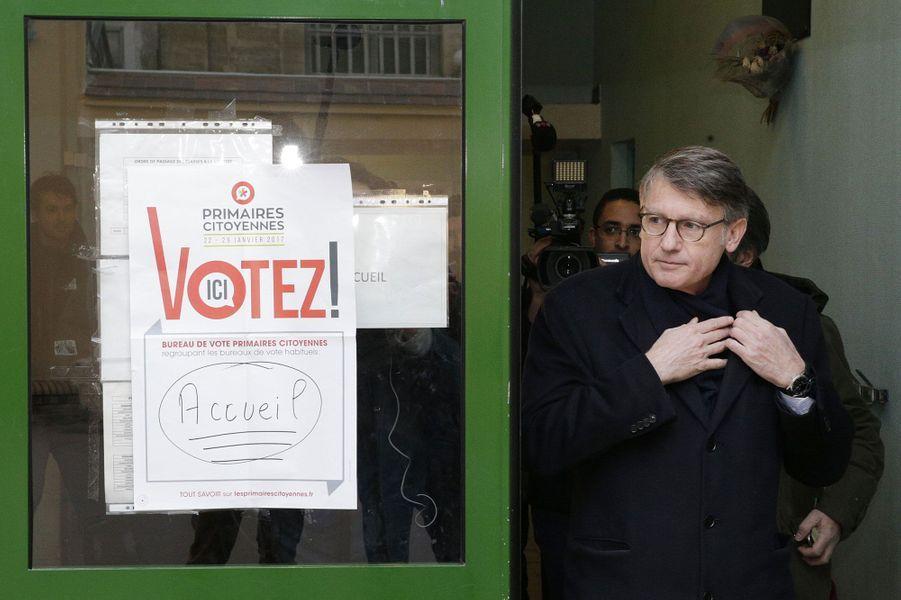 Vincent Peillon vote à Paris.