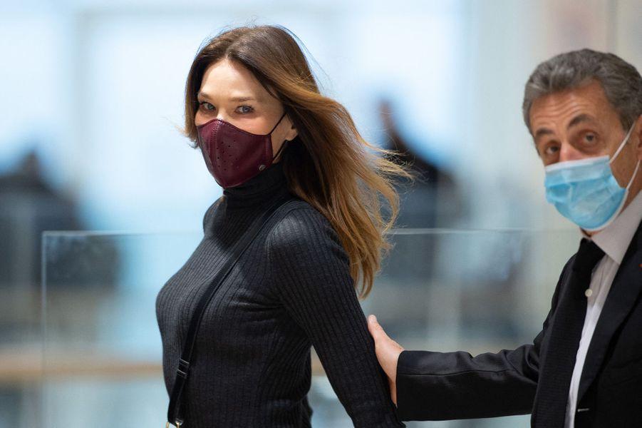 La chanteuse Carla Bruni était présente au tribunal de Paris pour soutenir son mari Nicolas Sarkozy pour la première fois depuis le début du procès dit des écoutes.