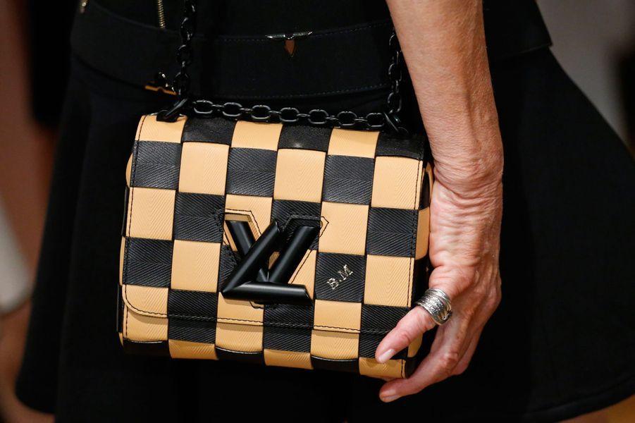 Le sac de Brigitte Macron de la maison Louis Vuitton et avec ses initiales «B.M.».