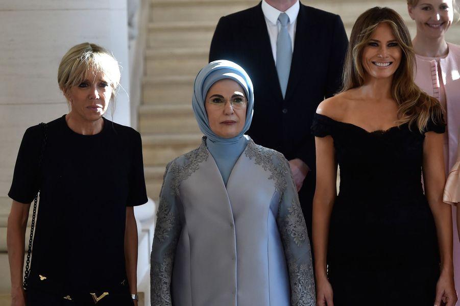 Brigitte Macron, Emine Erdogan et Melania Trump auChâteau de Laeken, reçues par la reine Mathilde.