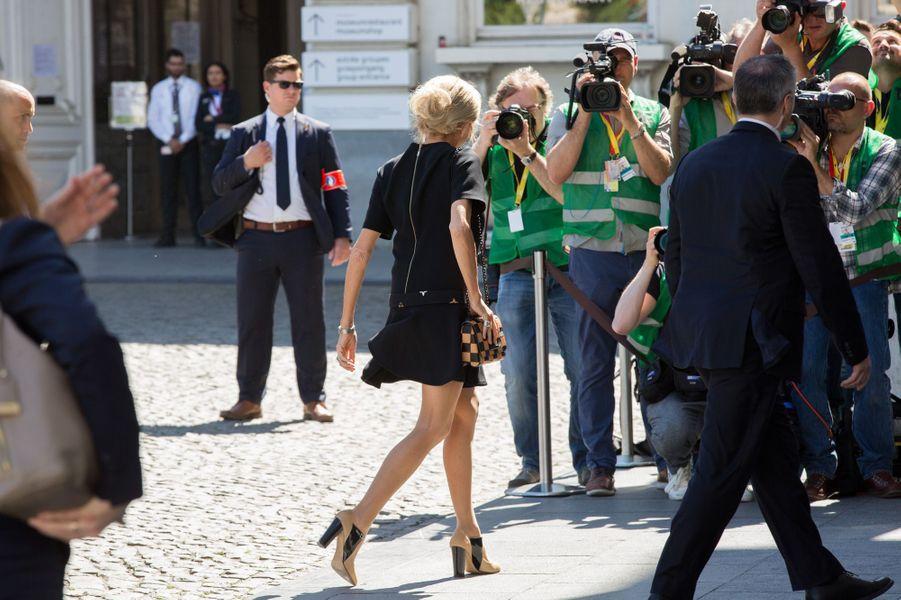 Brigitte Macron arrive aumusée Magritte, à Bruxelles.