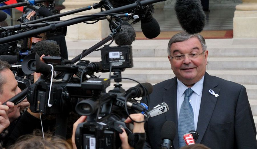 Le très discret garde des Sceaux, proche de François Bayrou avant son entrée au gouvernement, était sénateur du Rhône lorsqu'il a été nommé place Vendôme en novembre 2010. Il devrait retrouver son siège.