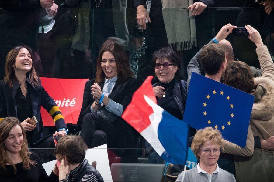La chanteuse Dani au meeting d'Emmanuel Macron, à Bercy.