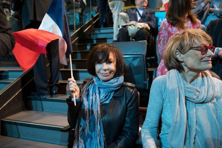 Danièle Évenou au meeting d'Emmanuel Macron à Bercy.