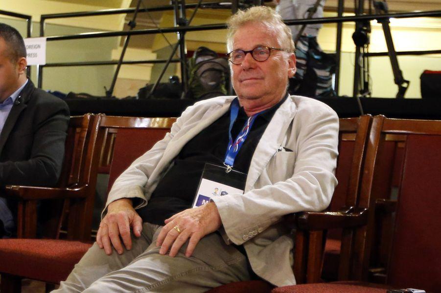 Daniel Cohn Bendit,ancien eurodéputéIl a hésité quelques temps et a finalement choisi. Daniel Cohn Benditsigne d'ailleurs, dans «Le Monde» le 6 mars, une tribune avec les écologistes Jean-Paul Besset (ex-député européen EELV) et Matthieu Orphelin(ex-porte parole de Nicolas Hulot) détaillant les raisons pour lesquelles tous les trois appellent à voter en faveur de Emmanuel Macron.