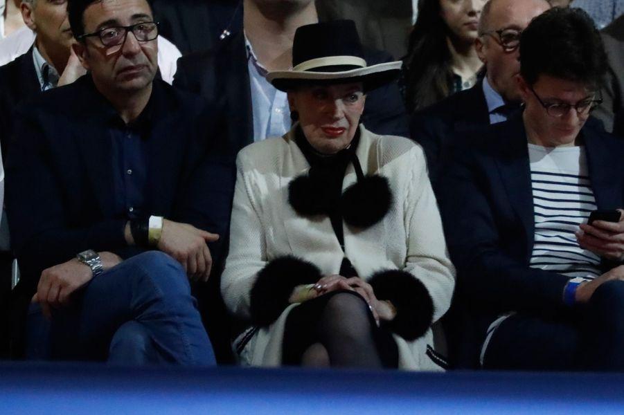 Geneviève de Fontenay,ex-présidente du Comité Miss FranceLa dame au chapeau était aux premières loges au meeting d'Emmanuel Macron à Lyon, le 4 février. Elle a même eu le droit à une bise du candidat avant qu'il monte en tribune.A notre journaliste présente sur place, elle a déclaré être venue en «observatrice», invitée par Gérard Collomb.