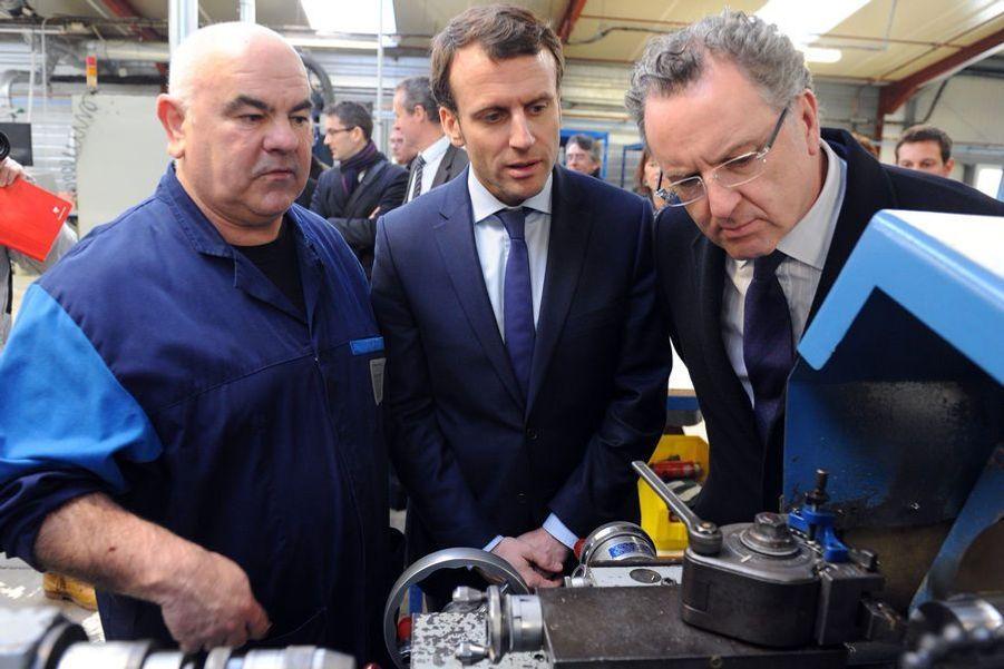 Richard Ferrand, député du FinistèreRichard Ferrand, ici à droite avec Emmanuel Macron en janvier 2016, est lesecrétaire général du mouvement En Marche! Ilfut notammentle rapporteur du projet de loi Macron.