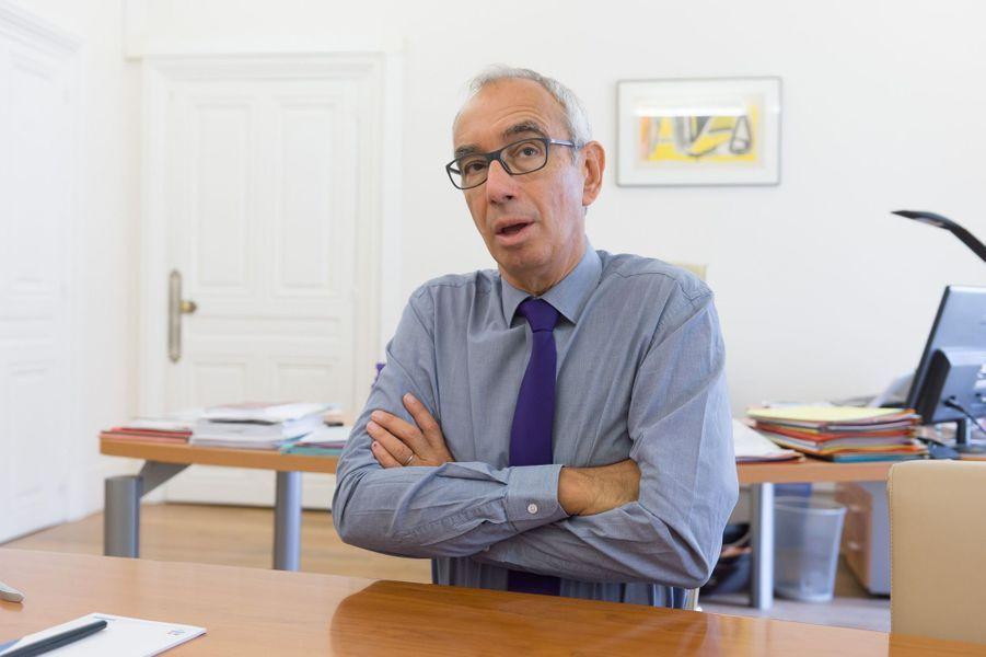 Jean Pisani-Ferry, économisteL'économiste a rejoint l'équipe de campagne d'Emmanuel Macron,chargé de «finaliser» le projet présidentiel du candidat. Il était auparavant à latête de France Stratégie, organisme de réflexion placé auprès du Premier ministre.