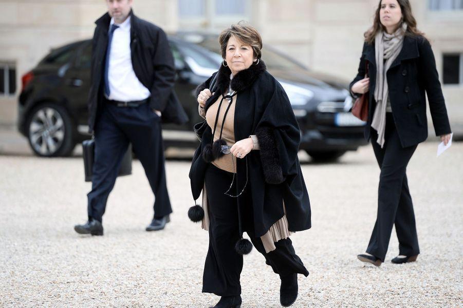 Corinne Lepage,ancienne ministre de l'Environnement Elle soutient Emmanuel Macron «car il est le seul en capacité de soulever l'enthousiasme» et bien qu'il ne soit «pas un écologiste».