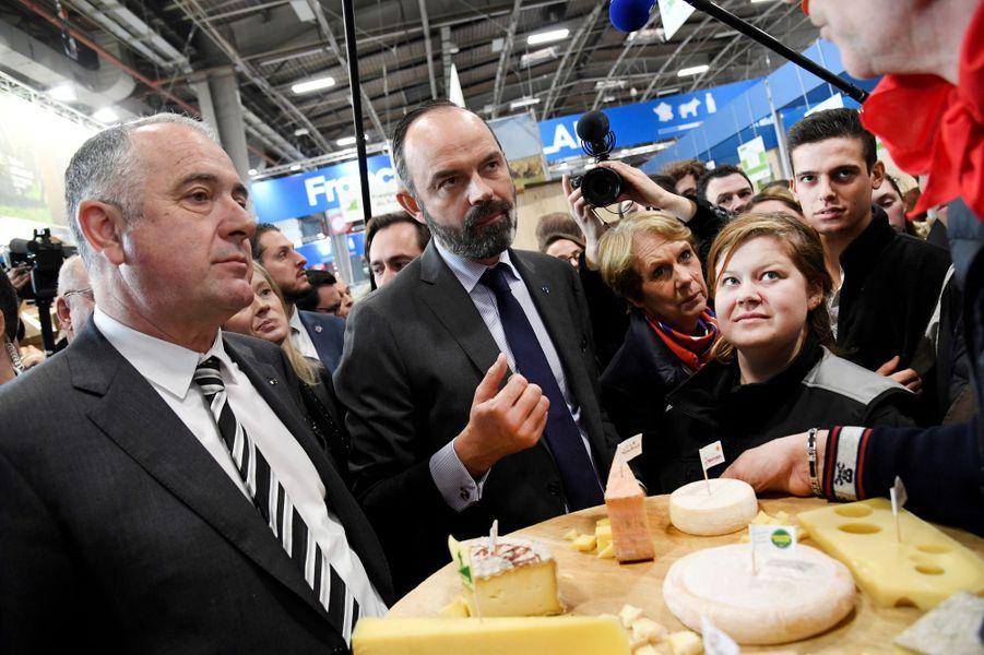 Edouard Philippe, ici avec le ministre de l'Agriculture Didier Guillaume,a visité lundi matin le salon de l'Agriculture.