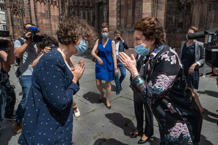 Roselyne Bachelot etla nouvelle maire de la Strasbourg, l'écologiste Jeanne Barseghian.