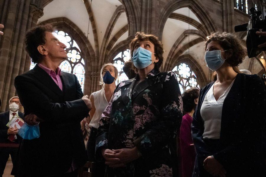 Roselyne Bachelot et Jack Lang visitent la cathédrale Notre-Dame de Strasbourg.