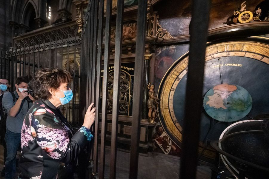 La ministre de la Culture Roselyne Bachelot visite la cathédrale Notre-Dame de Strasbourg.