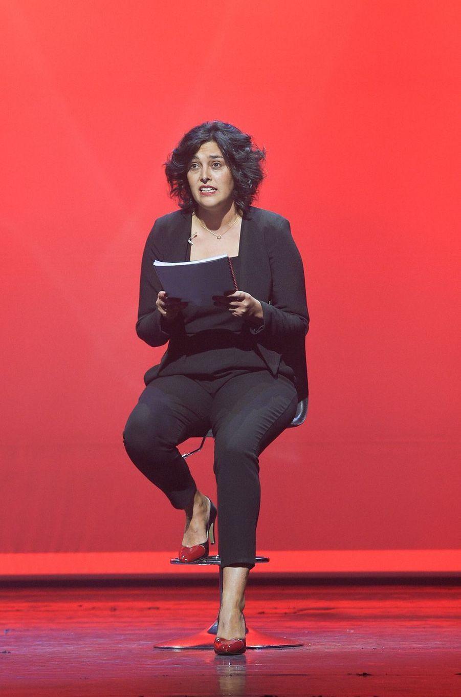"""Myriam El Khomri sur la scène de Bobino pour une lecture des """"Monologues du vagin""""."""