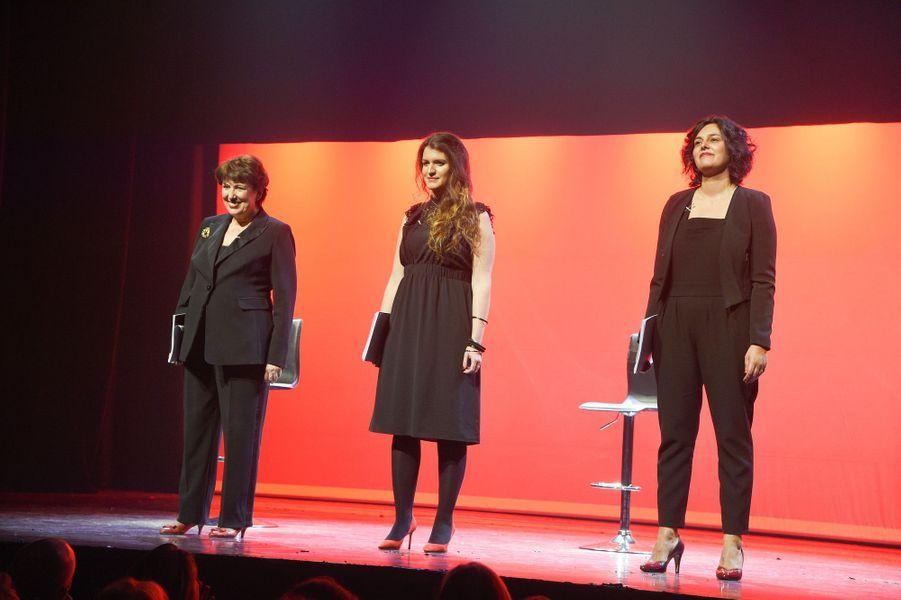 """Roselyne Bachelot,Marlène Schiappa etMyriam El Khomrisur la scène de Bobino pour une lecture des """"Monologues du vagin""""."""